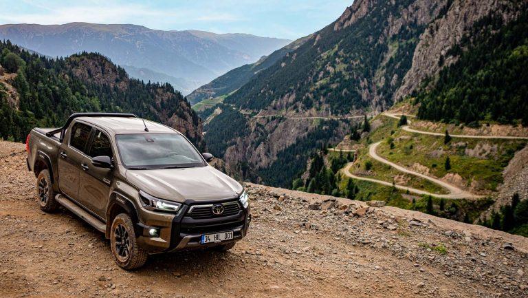 Yeni Toyota Hilux Tanıtıldı! Fiyatları belli oldu