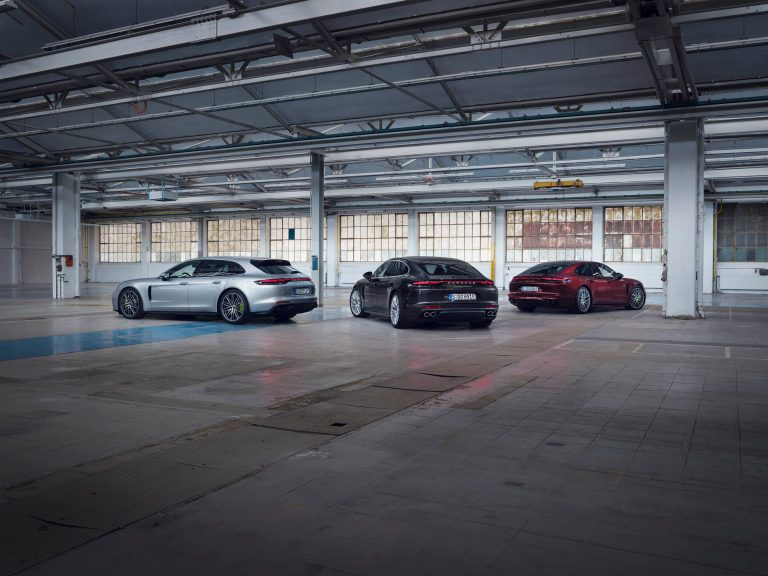 Porsche, yeni Panamera modellerini pazara sunuyor